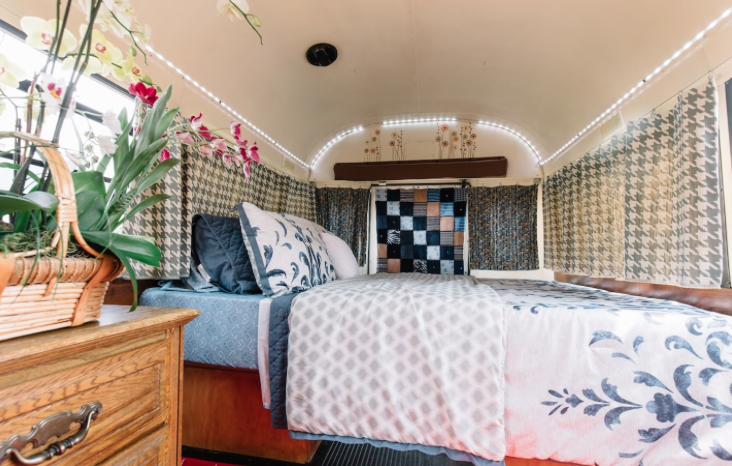 Airbnb Schoolbus